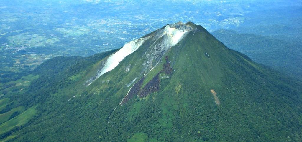 Climbing Sibayak Vulcano